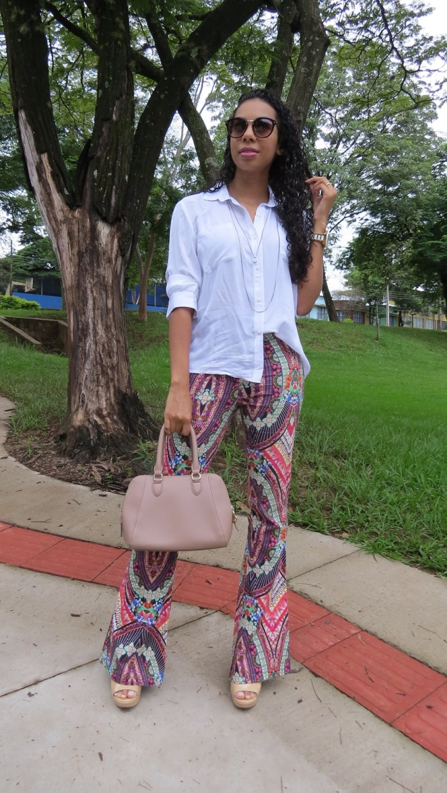 Look do dia calça flare estampada