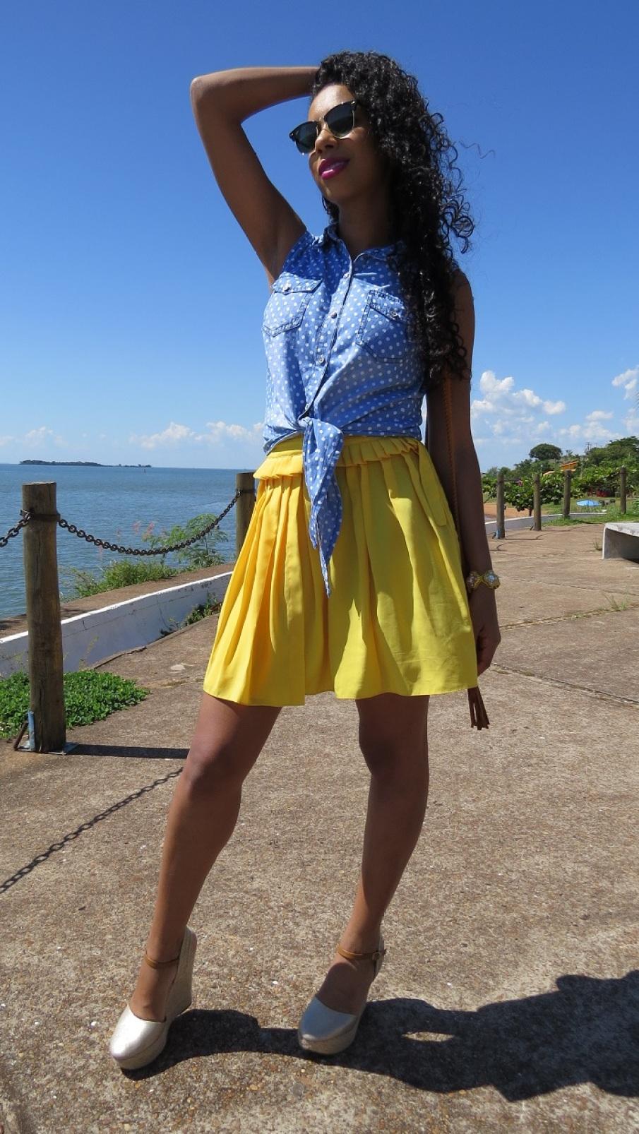 Look do dia Saia amarela e blusa jeans