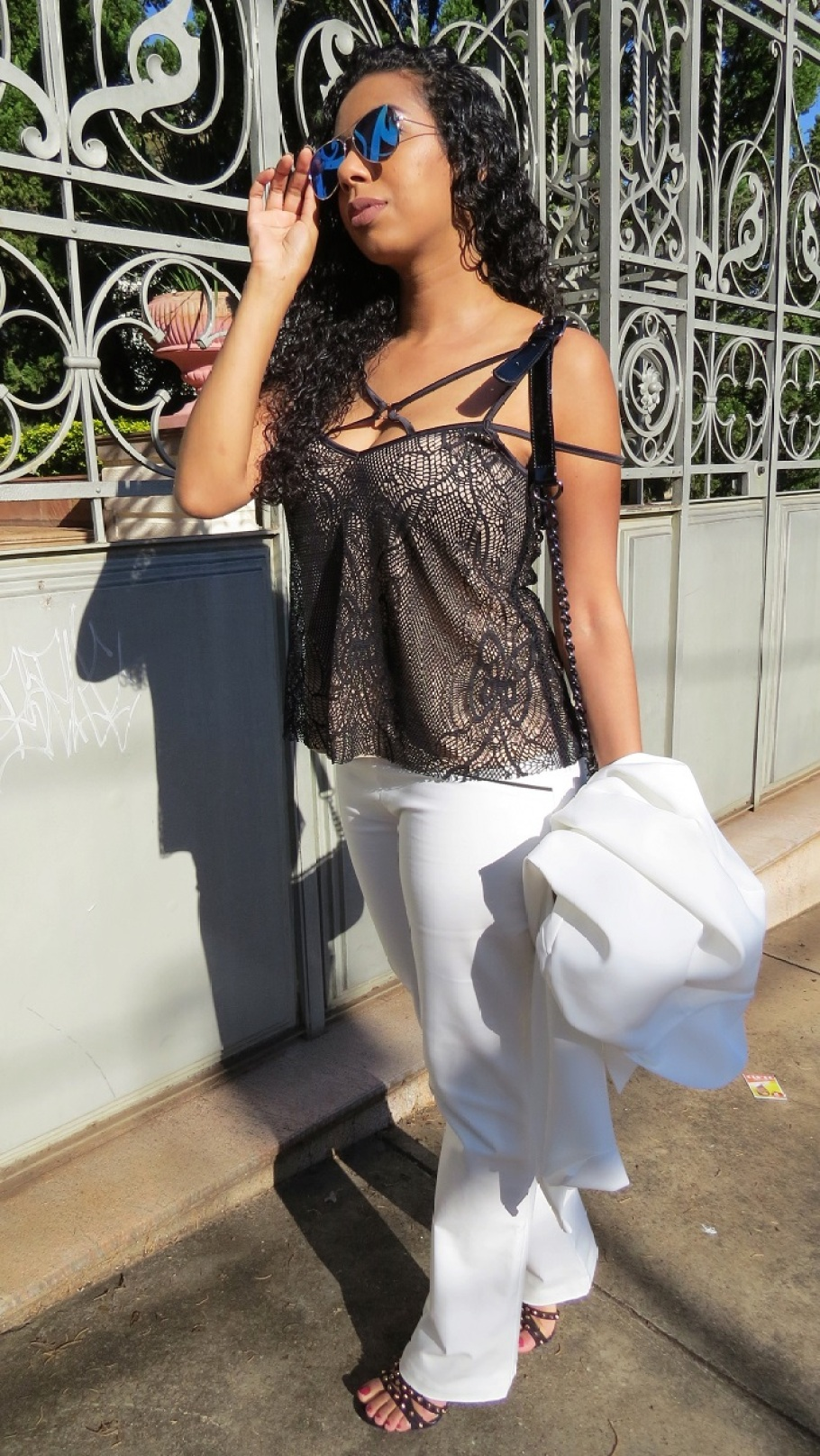 LOOK DO DIA CALÇA E BLAZER OFF WHITE